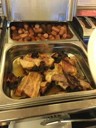 Mercure Bologna Centro: Burnt bacon at breakfast