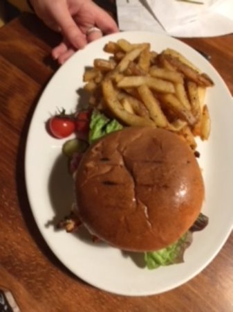 Badby, UK: Burger and chips