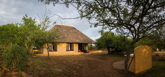 Hluhluwe Game Reserve, Zuid-Afrika: Our 5 bed rest hut at Mpila