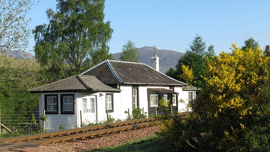 Bridge of Orchy, UK: Traditional railway cottage on the iconic West Highland Line