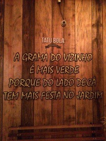 Frase Inspiradora E Divertida Do Bar Foto De Tatu Bola
