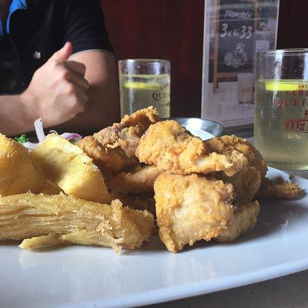 Antigua Taberna Queirolo: photo2.jpg