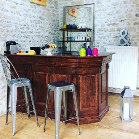 Nonant, Frankrijk: Bar dans la salle des petits déjeuners