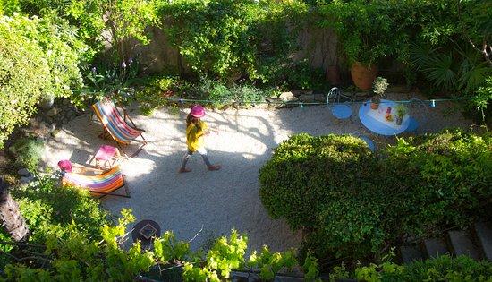 Le Petit Jardin Marseille Bed And Breakfast