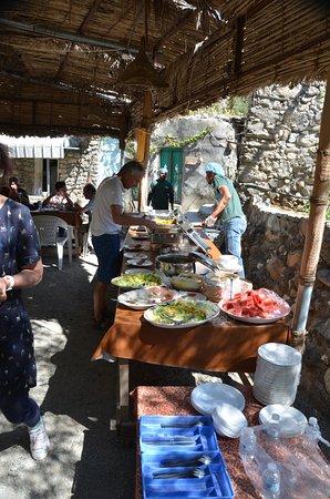 Wadi Bani Awf, Oman: Buffet repas de midi (pour un accueil de groupe)