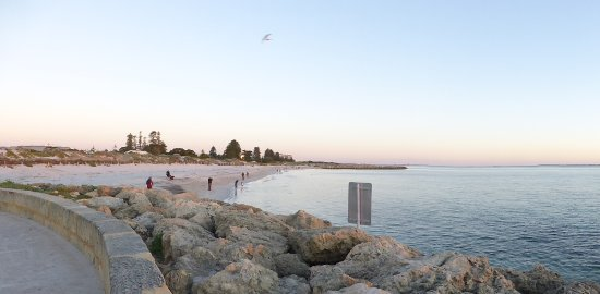 Ireland: Beach scene Fremantle Australia