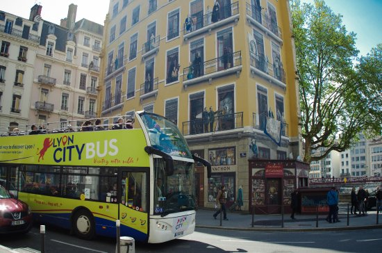 d couvrez la place des jacobins avec le lyon city bus picture of lyon city bus lyon tripadvisor. Black Bedroom Furniture Sets. Home Design Ideas