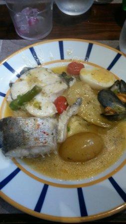 Pil-Pil Enea : Excellent plat pour 2 à base de merlu, moules, petits pois, asperges, tomates. Un régal des sens