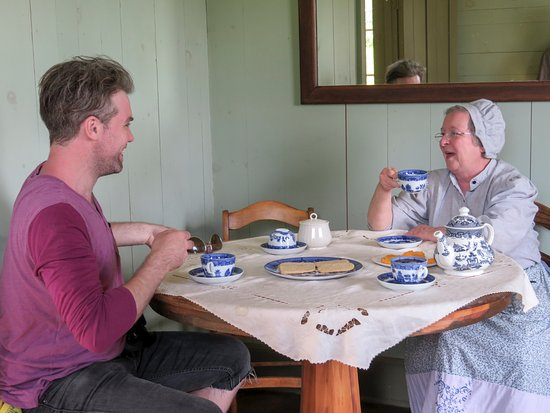 Highland Village : Visitors might even enjoy great conversation and a good cup of tea as they visit through each er