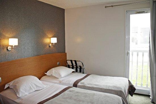 Chambre standard à 2 lits avec salle d\'eau -11 m2 - Picture of Hotel ...