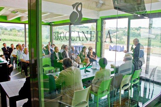 Arcevia, Italië: sala degustazioni ed incontri