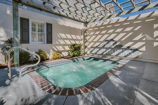 Beaufort Inn : Hot Tub Spa