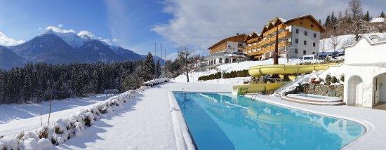 Berg Im Drautal, Αυστρία: Hotel im Winter von außen