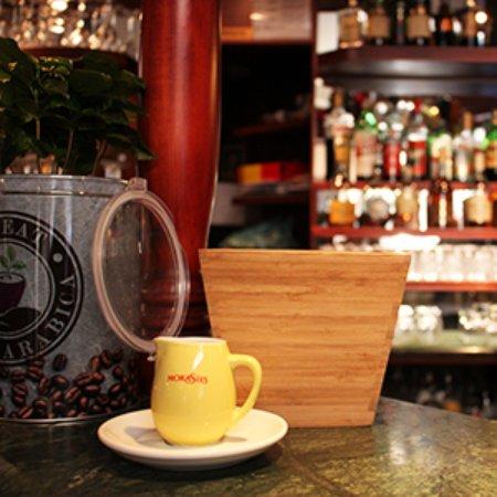 Basic Cafe': bar