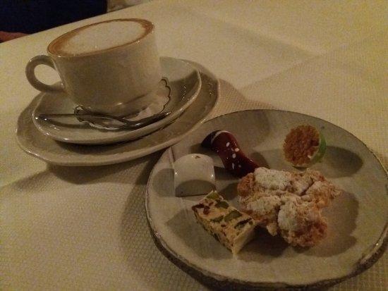 Brummen, The Netherlands: Koffie met lekkers