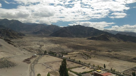 Thiksey, India: Amazing landscape view from Thikse Gompa