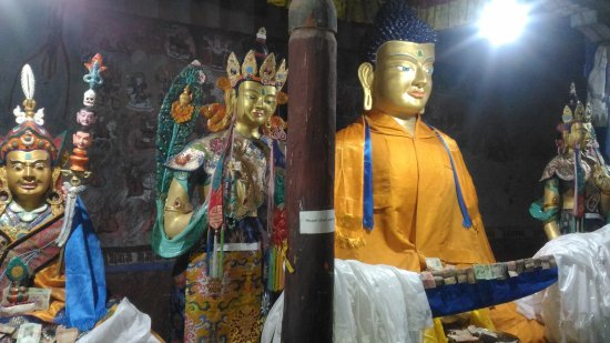 Thiksey, India: Golden Buddha inside Thikse Gompa