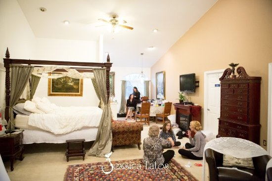 Lovettsville, Βιρτζίνια: Bridal Preparation in the Manor Suite