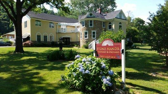 Lovettsville, VA: Street View of Stone Manor