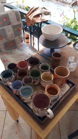 Manolates, اليونان: Le famose ceramiche fatte e dipinte a mano