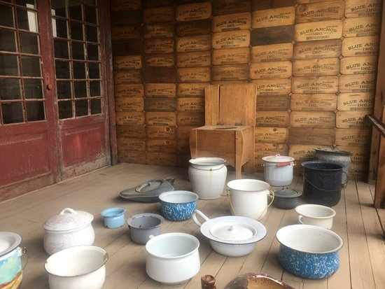Castle Dome Mines Museum & Ghost Town: Interesting Chamber Pot collection