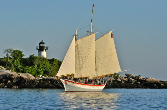 Gloucester, MA: Schooner Ardelle off Ten Pound Island Photo: Carl Gustin