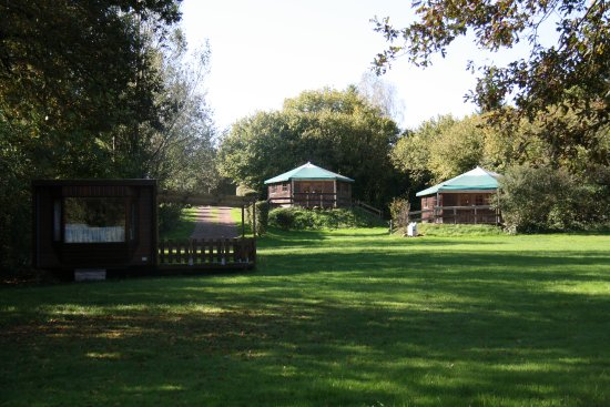 Epiry, Francia: Ingerichte tenten waaronder 2 kampeerbungalows