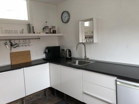 Flores & Puck Bed & Breakfast Amsterdam: Kitchenette in The Loft