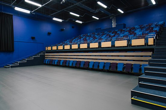 Uffculme, UK: This arrangement can be used for dance shows and other performances that need lots of floor spac