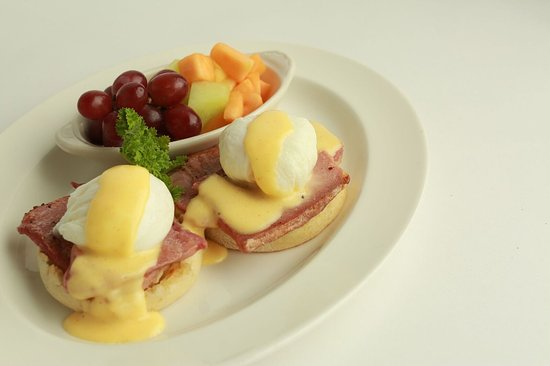 Columbus, MS: Eggs Benedict