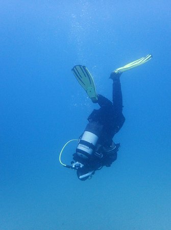 Dive Smart Gozo: practice the roll in case of excess gas in the legs