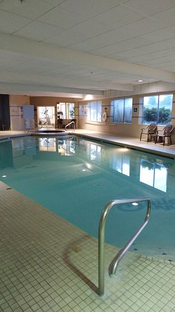 Indoor pool, spa and exercise room - Picture of Shilo Inns Tacoma ...