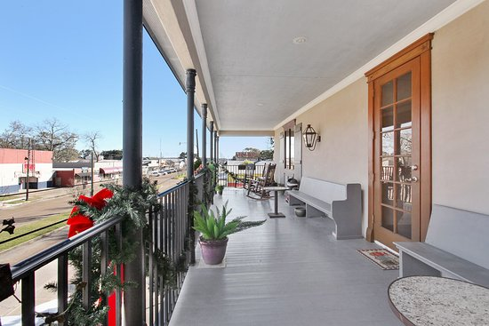Lake Arthur, LA: This is our spacious balcony that overlooks the street.