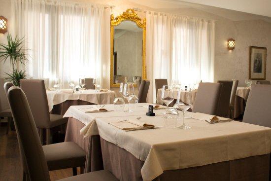 Rogno, Italy: Vi presentiamo la nostra Sala, dal gusto semplice ed elegante.
