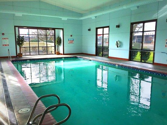 Rogue Regency Inn: Heated Indoor pool and spa