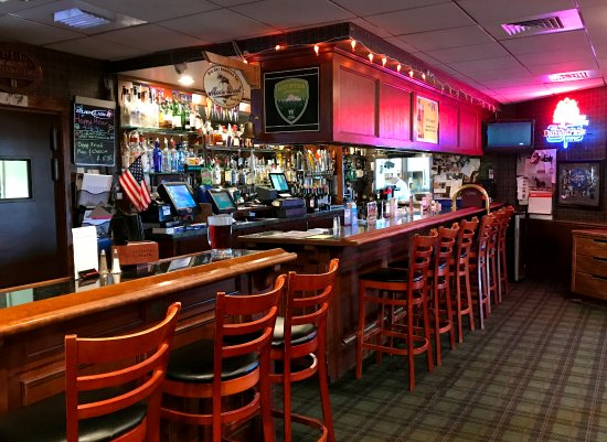 Rogue Regency Inn: Chadwicks Pub & Sports Bar
