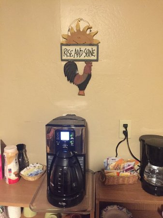Yerington, NV: Real coffee in the breakfast/hospitality room,