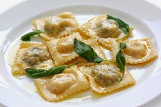 Λουδίας Cafe Restaurant: spitika-raviolia-me-manitaria_large.jpg