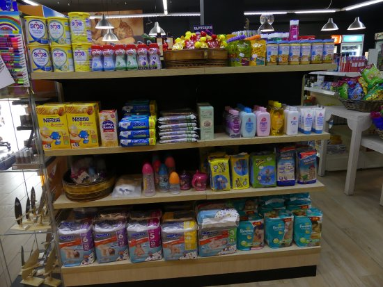 Gran Oasis Resort: Baby items in hotel shop