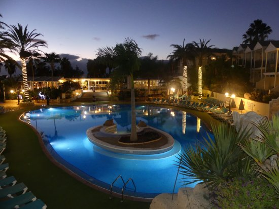 Gran Oasis Resort: Evening time