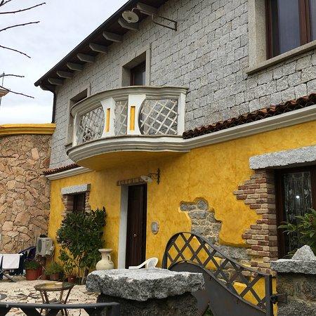 La Taverna del Gufo: Facciata ed ingresso principale della struttura