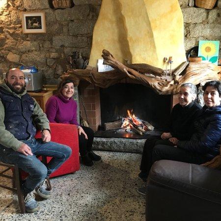 La Taverna del Gufo: Tutti insieme appassionatamente davanti al camino!