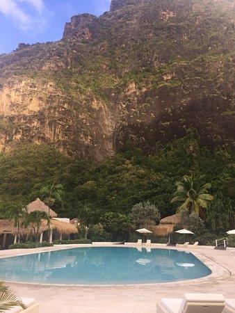 Sugar Beach, A Viceroy Resort: Beautiful pool looking at both Pitons