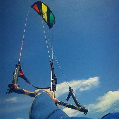 Oscar kite piratas freedom kite school tarifa spanien - Camping jardin de las dunas ...