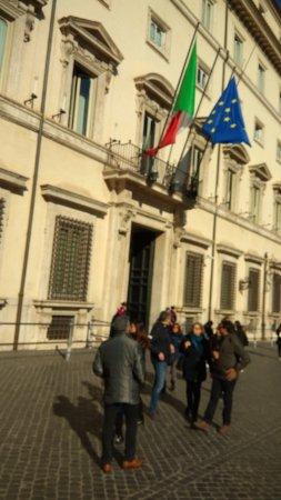 Piazza di monte citorio rome 2018 ce qu 39 il faut for Piazza montecitorio 12