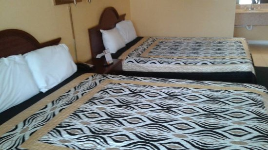 Riverwalk Inn & Suites Portsmouth: laminate floors are being installed also