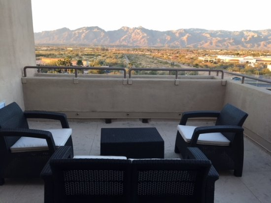 Hilton Tucson East: Private balcony with east facing view
