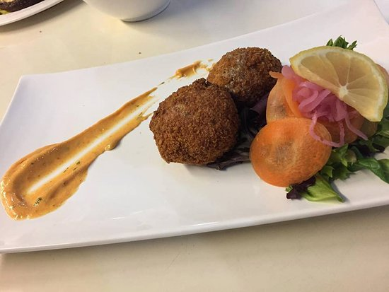 Blue Oyster Restaurant: Halibut & Crab cakes