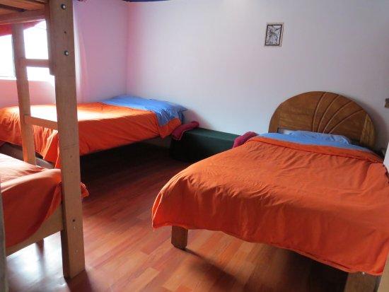 Santa Teresa, Perú: habitación familiar de 4 camas individuales, con servicios de baño compartido y desayuno