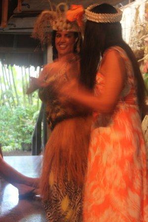 Muri, Cook Islands: dancing